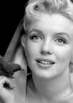 Marilyn Monroe ❤ This one is probably one of my favorite pictures of her.