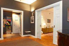 Белые классические раздвижные двери