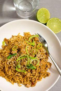 Asiatiska nudlar med kycklingfärs Swedish Chef, China Food, Food Tags, Asian Recipes, Ethnic Recipes, Dinner Is Served, Wok, Fried Rice, Love Food