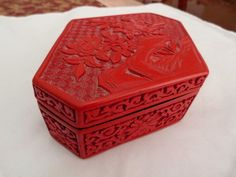OLD LARGE SIX SIDED VINTAGE CHINESE CARVED CINNABAR FLOWER BLACK LACQUER BOX