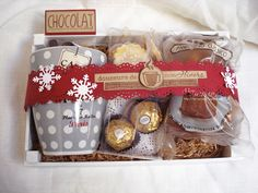 idea regalo per natale ei non solo Christmas Gift Baskets, Christmas Gift Box, Christmas Presents, Christmas Time, Christmas Crafts, Teenage Girl Gifts Christmas, Christmas Gifts For Friends, Holiday Gifts, Jar Gifts