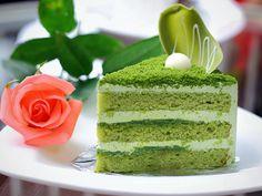 Приготовь необычный зеленый бисквитный торт на Хэллоуин или другие веселые праздники.