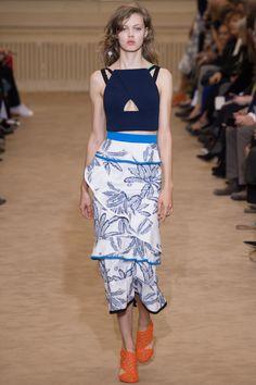 Roland Mouret Spring 2016 Ready-to-Wear Fashion Show - Lindsey Wixson (Elite)