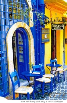 SIdewalk cafe in Crete