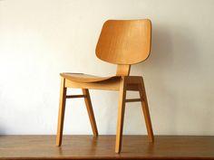 Stylischer 60er Jahre Massiv Schichtholz Stuhl von RetroRaum auf DaWanda.com