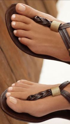 It's time for lunch Boy Beautiful Toes, Stunning Eyes, Cute Toes, Pretty Toes, Feet Nails, Foot Toe, Sexy Toes, Female Feet, Cute Sandals