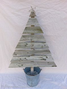 reclaimed-wooden-Christmas-tree