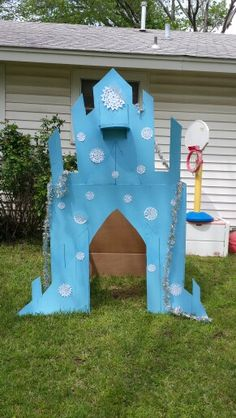 Frozen Elsa Ice Castle out of a  cardboard box