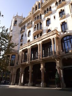 Hotel Casa Fuster #architecture #barcelona #luxury #lhw Barcelona Architecture, Mansions, House Styles, Building, Tourism, Little Cottages, Architecture, Manor Houses, Villas