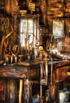 Handyman - Messy Workbench Photo by Mike Savad deko Mike Savad - Art Antique Woodworking Tools, Antique Tools, Old Tools, Learn Woodworking, Vintage Tools, Woodworking Projects, Woodworking Bench, Workshop Studio, Garage Workshop