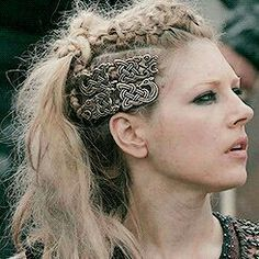 Katheryn Winnick stars as Lagertha Lothbrok in The Vikings (History Channel - Lagertha Vikings, Lagertha Lothbrok, Lagertha Hair, Lagertha Costume, Viking Shield Maiden, Viking Warrior, Viking Woman, Viking Queen, Woman Warrior