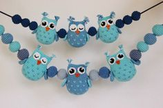A free crochet pattern of Owls.Do you also want to crochet these owls? Read more about the pattern Crochet Pattern Owls and balls for Baby Carriage Owl Crochet Patterns, Crochet Owls, Owl Patterns, Cute Crochet, Amigurumi Patterns, Crochet For Kids, Crochet Baby Mobiles, Crochet Mobile, Crochet Baby Toys
