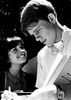 Cindy Williams and Ron Howard in American Graffiti (1973)