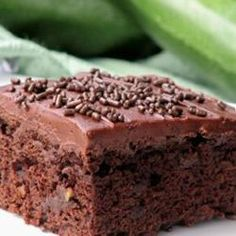 Zucchini Brownies I actually made these, and I was so impressed and I really love them. I think they are probably the best brownies that I have tried. Definitely worth a shot. No Bake Desserts, Just Desserts, Delicious Desserts, Dessert Recipes, Yummy Food, Pastry Recipes, Best Brownies, Chocolate Brownies, Brownie Icing