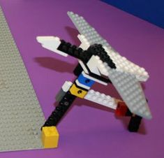 "Have you ever seen geese flying and noticed the way they fly in specific patterns? Does the pattern conserve energy? In the ""Why Do Birds Fly in a V-formation?"" #zoology #science project, students  build a pair of geese using LEGO® blocks and then measure and compare wind force on the bird in the back. [Source: Science Buddies, http://www.sciencebuddies.org/science-fair-projects/project_ideas/Zoo_p057.shtml?from=Pinterest] #STEM #scienceproject #summerscience #LEGO"