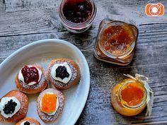 Pečené koblížky jako malované. Recept naleznete v e-shopu. Panna Cotta, Pudding, Ethnic Recipes, Desserts, Food, Tailgate Desserts, Dulce De Leche, Deserts, Custard Pudding