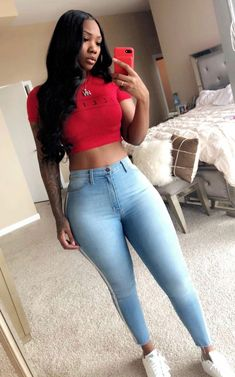 Jeans pants, the trend goes viral in Europe as well as now in Asian countries too. Here we share 30 tight jeans girls looking so hot of wearing jeans pants. Trendy Summer Outfits, Casual Outfits, Fashion Outfits, Retro Outfits, Fashion Shoot, 90s Fashion, Spring Outfits, Korean Fashion, Fashion Tips