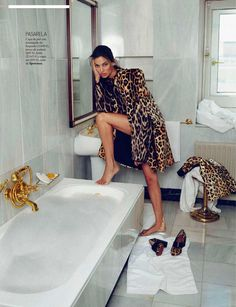 "Davinia Pelegri in ""Clases de Street Style"" by Xavi Gordo for Elle Spain October 2014"