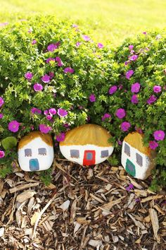 Craft ideas for kids: Make a stone village. Stepping Stones, Crafts For Kids, Craft Ideas, Outdoor Decor, How To Make, Home Decor, Crafts For Children, Stair Risers, Decoration Home