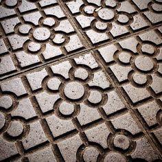 Baldosas secas, corazón contento. Bilbao, Spain.