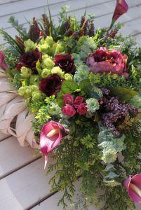 Kompozycja kwiatowa na wianku-dekoracja na cmentarz,na grób,na Wszystkich Świętych Plants, Plant, Planets