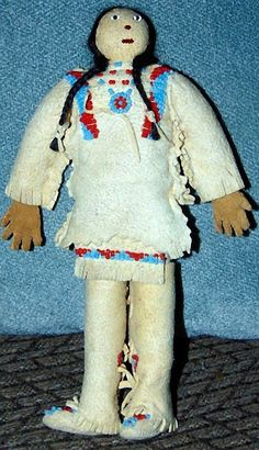 RARE VINTAGE NATIVE AMERICAN DOLL - Blackfoot - MARY LITTLE PLUME 2.