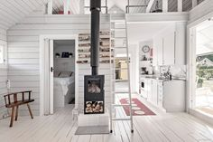 Tiny House Layout, Small Tiny House, Small House Design, House Layouts, Cabin House Plans, Tiny Cabins, Home Fireplace, Cabin Homes, Little Houses