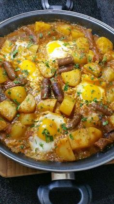 Like an ojja with merguez and potatoes - toc-cuisine. Ramadan Recipes, Lemon Desserts, Cookbook Recipes, Tofu Recipes, The Dish, Food Dishes, Food Styling, Spice Things Up, Good Food