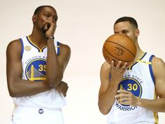 Kevin Durant y Steve Curry, de Golden State Warriors
