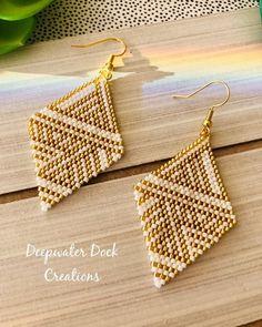 bead weaving patterns for bracelets Brick Stitch Earrings, Seed Bead Earrings, Diy Earrings, Crochet Earrings, Hoop Earrings, Bead Embroidery Patterns, Beaded Embroidery, Beading Patterns, Color Patterns