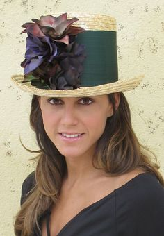 Repineado x @ljimenez1981) : 5 firmas para ser la invitada perfecta… | El Blog de SecretariaEvento Gold Bridesmaid Dresses, Bridesmaid Outfit, Pearl Shoes, Fascinator Hats, Fascinators, Headpieces, Fancy Hats, Estilo Fashion, Love Hat