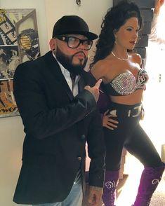 Abraham and Selena wax figure. Selena Quintanilla Perez, Selena And Chris, Selena Selena, Jackson, Very Pretty Girl, Madame Tussauds, Corpus Christi, Movies Showing, Role Models