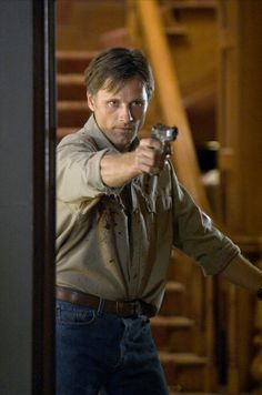 A History of Violence - Viggo Mortensen Beautiful Film, Beautiful Men, Best Comic Books, Viggo Mortensen, Iconic Movies, Movie Costumes, Book Projects, Fun Comics, The Hobbit
