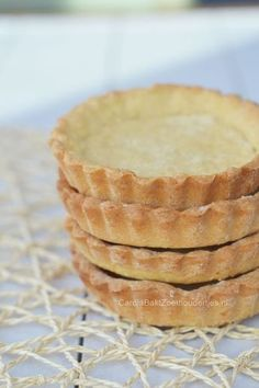 Basisrecept kruimeldeeg – Carola Bakt Zoethoudertjes Basic recipe shortcrust pastry, a nice basic to store for large and small cakes. Dutch Recipes, Sweet Recipes, Baking Recipes, Mini Cakes, Cupcake Cakes, No Bake Desserts, Dessert Recipes, Baking Basics, Bowl Cake