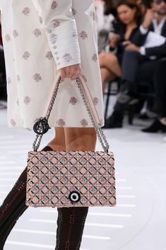 ca7be54f1e Christian Dior Spring 2015 Ready-to-Wear Fashion Show Details Zapatos Shoes