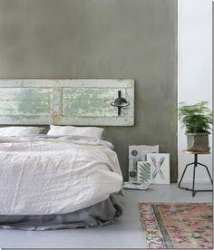 52 Ideas diy home decor bedroom inspiration headboards Pallet Porch, Diy Garden Table, Grey Houses, Diy Home Decor Bedroom, Storage Shelves, Small Spaces, Doors, Inspiration Boards, Bedroom Inspiration