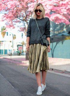 Street style 2017 fashion trends: pleated skirt Source by modaviki Street Style 2017, Looks Street Style, Street Styles, Pleated Skirt Outfit, Skirt Outfits, Pleated Skirts, Metallic Skirt Outfit, Sequin Outfit, Fashion 2017