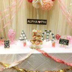 Our marquee letter lights were the perfect addition to this SWEET recruitment table display! Sorority Recruitment Decorations, Sorority Recruitment Outfits, Sorority Formal, Sorority Rush, Sorority Crafts, Sorority Life, Spring Recruitment, Sorority Canvas, Sorority Paddles