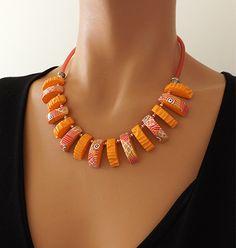 Un collier original et coloré idéal pour l'été ! : Collier par vilicreation