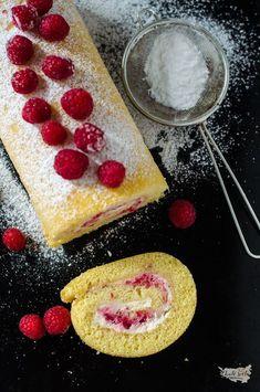 piškotová roláda s vanilkovým krémem a malinami Pepperoni, Pizza, Bread, Cheese, Breakfast, Food, Morning Coffee, Brot, Essen