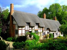 Anne Hathaway's cottage, Shottery, Nr Stratford-upon-Avon, Warwickshire. Shakespeare came here to court his future wife. Anne's home before her marriage has been preserved as it was in her childhood. 'English cottage' conjures up an image of a thatch roofed, timber-framed dwelling with a bit of garden. But this cottage is no cramped, old fashioned house; its 12 rooms leave us to deduce that her family were extremely well-off by the standards of the Elizabethan period.  {been here - loved…