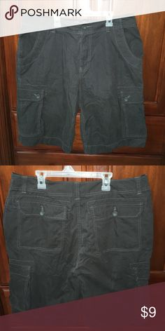 """Men's Arizona Brand Cargo Shorts, Size 36 Lightweight shorts, like new. About 25"""" in total length. Don't forget to bundle and save! Arizona Jean Company Shorts Cargo"""