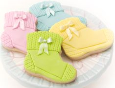 baby bootie cookie cutter blue fondant green fondant pink fondant yellow fondant super pearl luster dust knit texture impression mat bow mold Bake and cool cookies. Cupcakes, Cupcake Cookies, Sugar Cookies, Fondant Cookies, Iced Cookies, Fancy Cookies, Cute Cookies, Bebe Shower, Bootie Socks