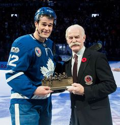 Lanny McDonald, Chairman of the Hockey Hall of Fame presents the HHOF Player of the Game trophy to Patrick Marleau of the Toronto Maple Leafs at the Air Canada Centre on November 2017 in Toronto, Ontario, Canada. Lanny Mcdonald, Patrick Marleau, Maple Leafs Hockey, Hockey Hall Of Fame, Air Canada Centre, Nhl Games, National Hockey League, Toronto Maple Leafs, Sports Teams