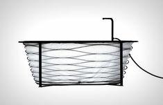 Omdat we tegenwoordig in kleinere huizen wonen ontwierpCarina Deuschl een inklapbare badkuip speciaal voor de kleine badkamer!