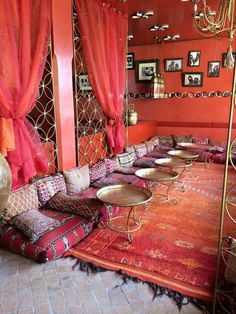 44 Amazing Living Room Moroccan Design That Will Make You Comfort - Decorating a home offers many different possibilities. When you decide to change the decor you already have and substitute it for something else, ther. Dining Room Decor, Room Decor, Decor, Living Room Decor, Home, Moroccan Room, Floor Seating Living Room, Boho Living Room Decor, Moroccan Decor Living Room