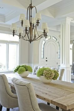 Dining room Feng Shui Dos and don'ts Feng Shui Dining Room, Dining Room Design, Dining Area, Dining Rooms, Dinning Table, Chalet Design, Dining Table Decor Centerpiece, Dining Table Decor Everyday, Red Dining Chairs
