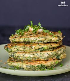 Intra pe site sa afli cum poti prepara Clatite verzi cu unt aromatizat, o reteta culinara delicioasa din categoria Aperitive, gatita, fotografiata si prezentata. Aceasta reteta am incercat-o din curiozitate, si tot din curiozitate sper sa o incercati si voi. Este foarte delicioasa si versatila. Cel mai probabil nu Roasted Eggplant Dip, Everyday Prayers, Hand Painted Cakes, Salmon Burgers, Zucchini, Caramel, Food And Drink, Tasty, Vegetables