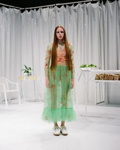 Not my usual aesthetic, but this particular ensemble is compelling. Molly Goddard Spring 2016 Ready-to-Wear Fashion Show Spring Fashion, Fashion Show, Fashion Design, Runway Fashion, Fashion Brands, Fashion Accessories, Womens Fashion, London Spring, Spring Summer 2016