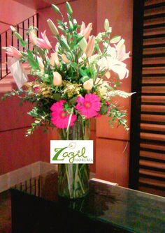 Arreglos florales en Cancún Florería en Cancún con entrega a domicilio. www.floreriazazil.com #floreriasencancun #cancunflorist